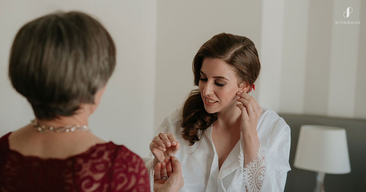 Wedding Photos bride preparations