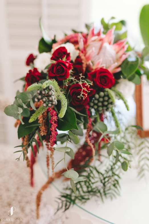 white and red wedding flowers