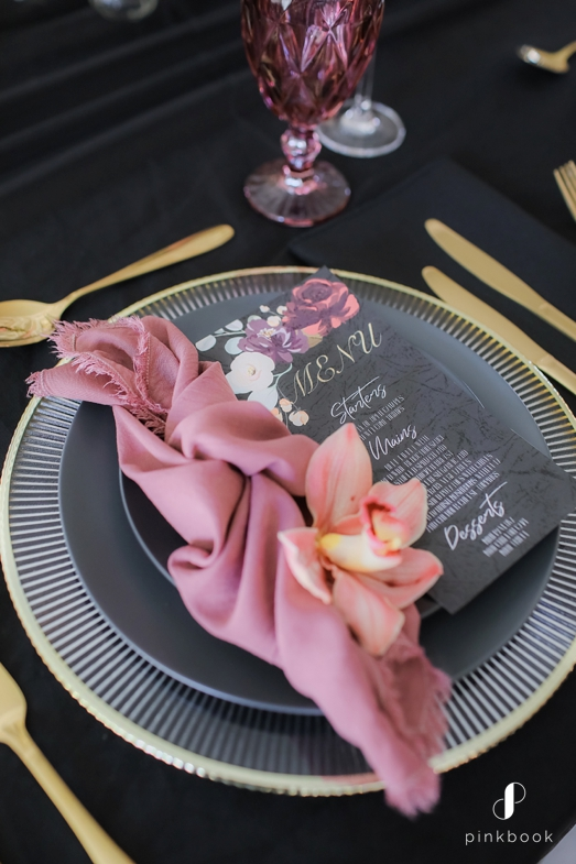 black and blush table decor