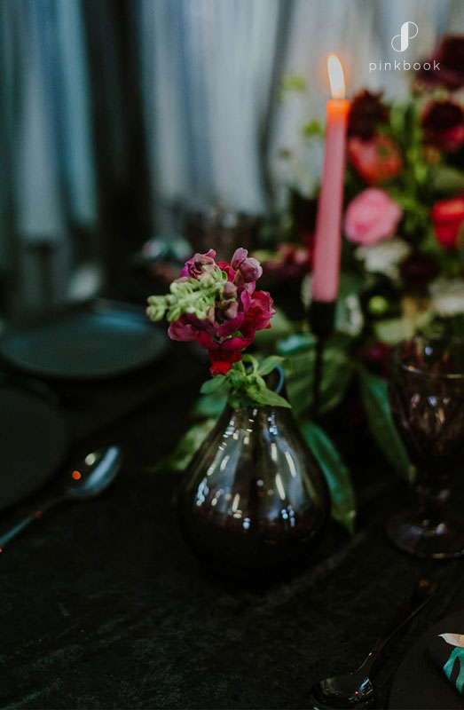 black and berry wedding table decor