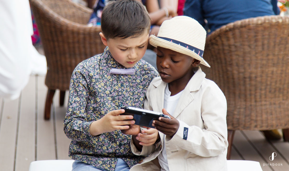 keeping kids entertained at a wedding