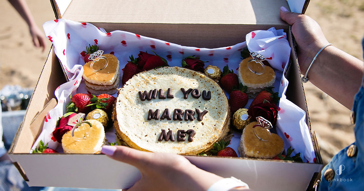 Cake with the words will you marry me