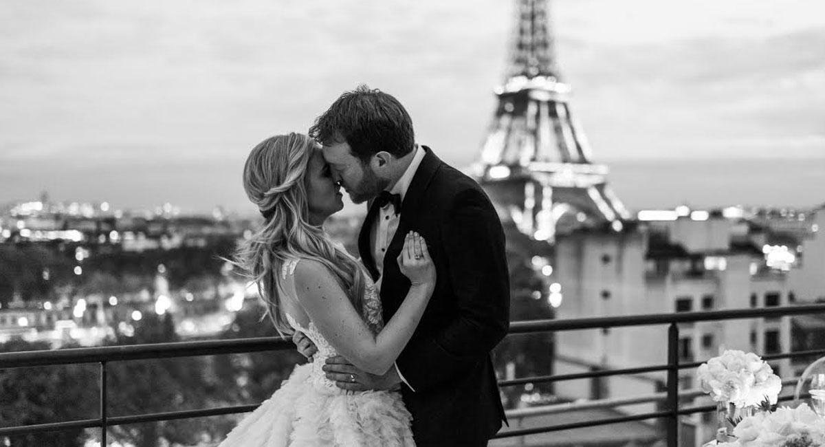 elopement in paris eiffel tower
