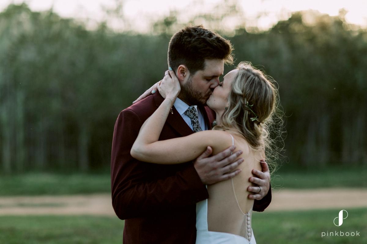 bride groom wedding kiss