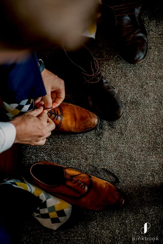 groom photos shoes